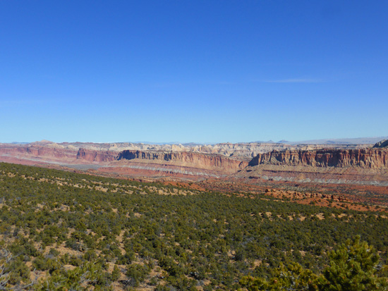 Panoramic views across the Waterpocket Fold on the Wagon Loop